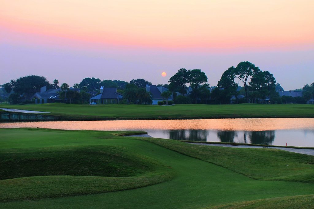 sunset-over-the-golf-course-644477_1280